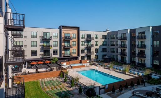 Outdoor Pool and Hot Tub in the Courtyard of Confluence on 3rd Apartments in Downtown Des Moines