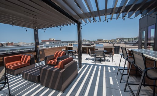 Rooftop Skydeck with Downtown View at Confluence on 3rd Apartments in Des Moines in Downtown Des Moines