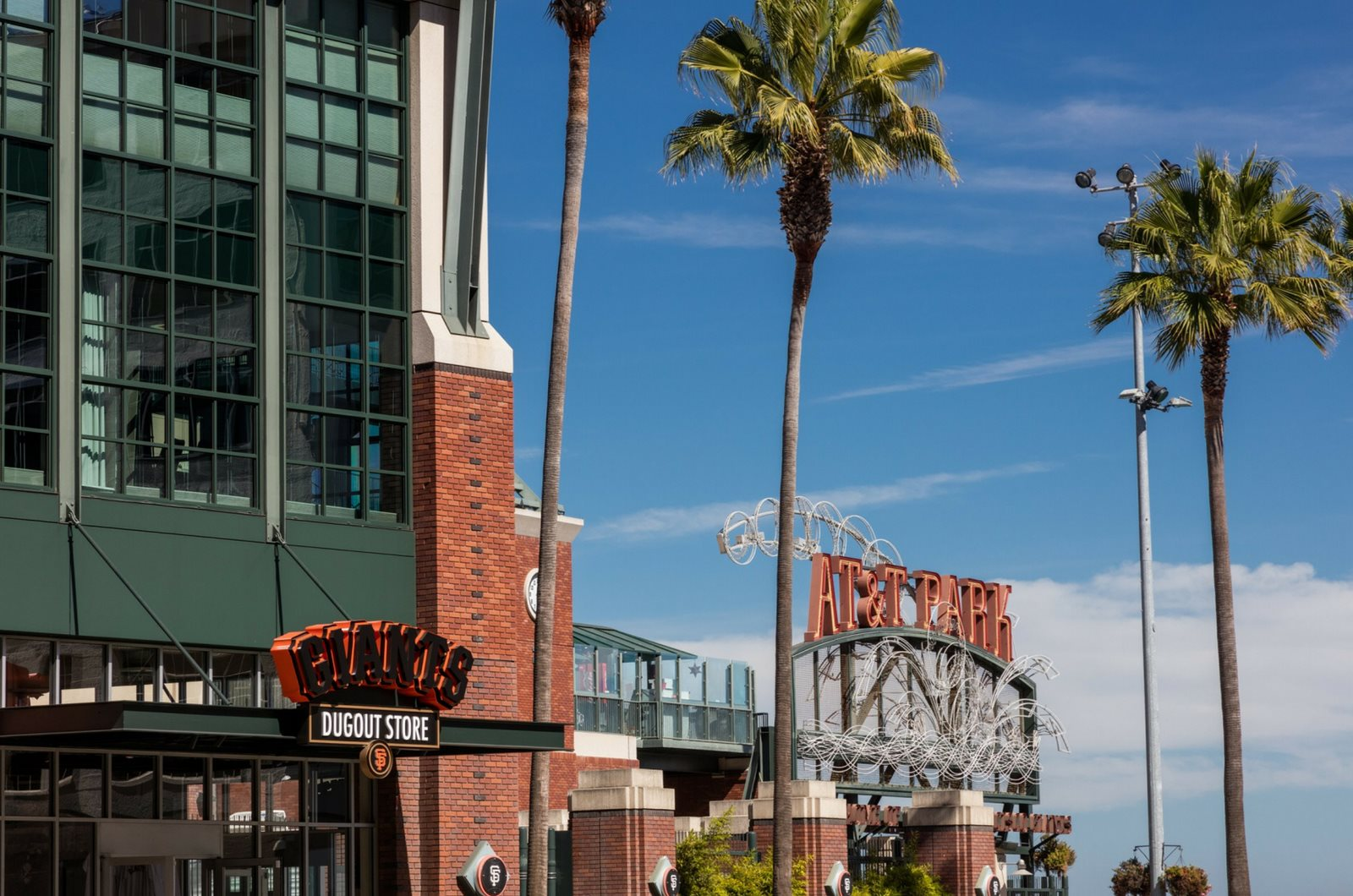 Neighborhood-Easy access to AT & T Park