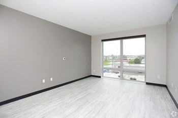 1037 Michigan St. NE 1-2 Beds Apartment for Rent Photo Gallery 1