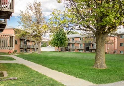 Oak Creek Apartments Community Thumbnail 1