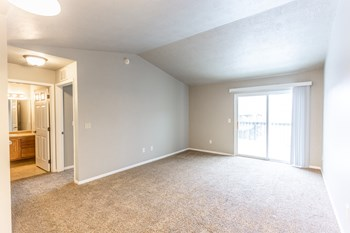 4708 E 6th St #04 Studio-3 Beds Apartment for Rent Photo Gallery 1
