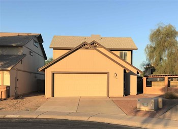 11014 N 82ND Avenue 3 Beds House for Rent Photo Gallery 1