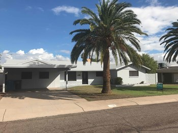3216 E ROVEEN Avenue 3 Beds House for Rent Photo Gallery 1