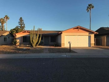 4910 W CHRISTY Dr 3 Beds House for Rent Photo Gallery 1