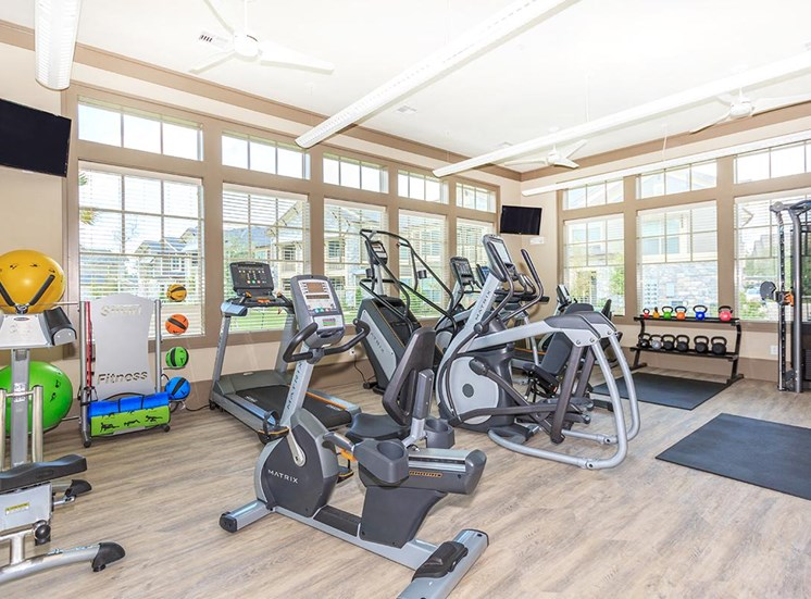 apartments in lake jackson with gym