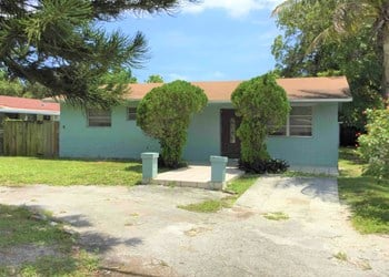 280 NE 164th Ter 3 Beds House for Rent Photo Gallery 1