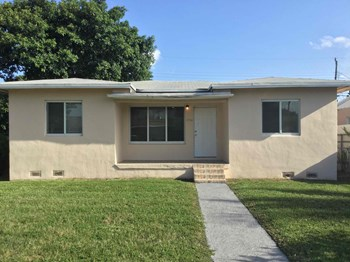 1712 NW 75th St 4 Beds House for Rent Photo Gallery 1