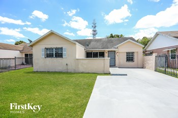 3410 NW 203rd St 4 Beds House for Rent Photo Gallery 1