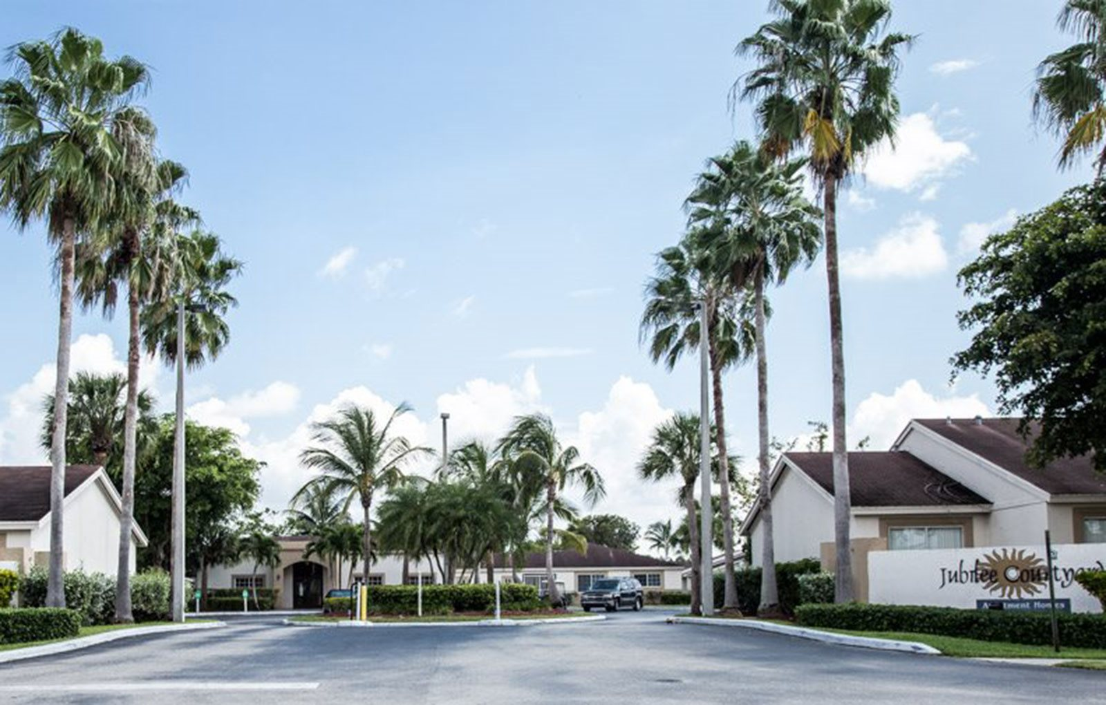 Street entrance to Jubilee Courtyards in Florida City, FL