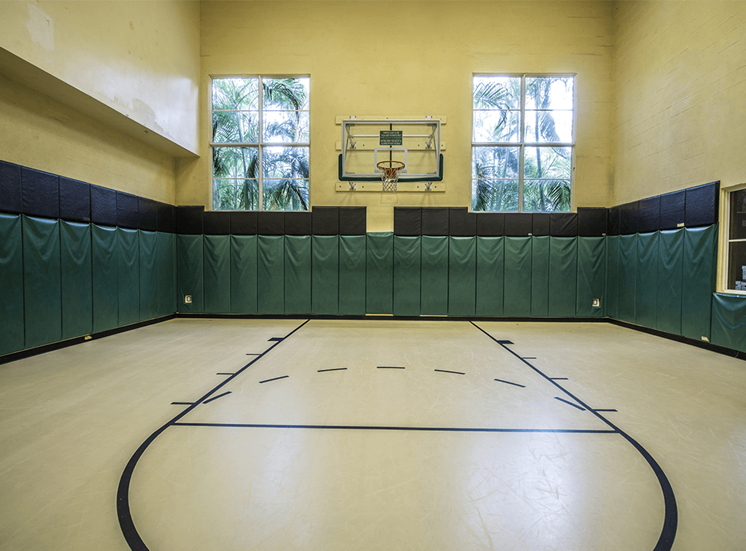 Vizcaya Lakes apartments basketball court in Boynton Beach, Florida