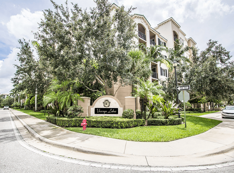 Vizcaya Lakes apartments in Renaissance Commons, Boynton Beach, Florida