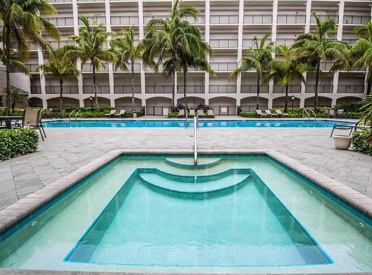 Vizcaya Lakes apartments hot tub