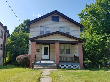 2697 Shaffer Ave 3 Beds House for Rent Photo Gallery 1