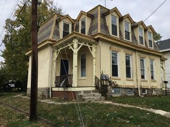 113 Washington Ave 3 Beds Duplex/Triplex for Rent Photo Gallery 1