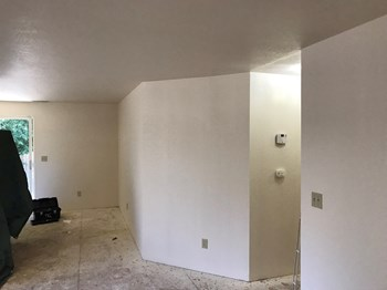 636 Southwest Larch Road 3 Beds Apartment for Rent Photo Gallery 1