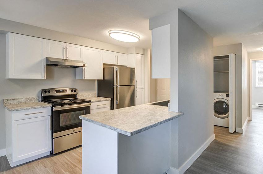 Fitted Kitchen at Heatherbrae Commons, Oregon