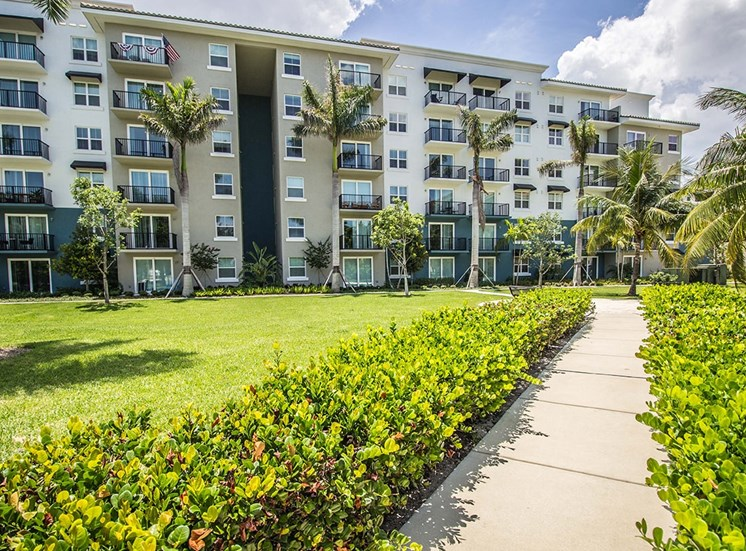 Manicured tropical landscaping at Santorini apartments in Boynton Beach