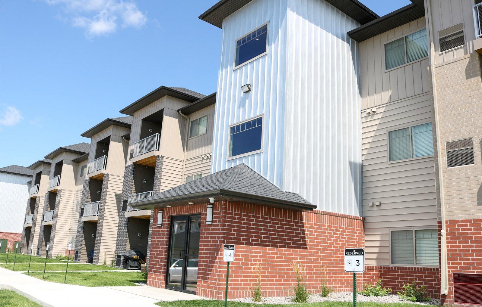 exterior, apartment in fargo