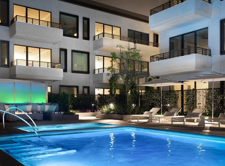 Resort-Style Amenities at Grey House Apartments in Houston, Texas