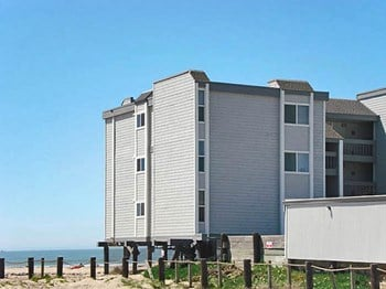 22130 E Cliff Drive 2 Beds Apartment for Rent Photo Gallery 1