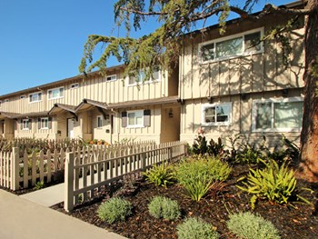 675-699 Towle Way 2-3 Beds Apartment for Rent Photo Gallery 1