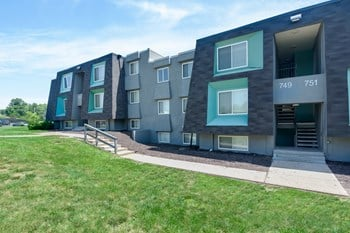 735 NW 60th Street 1-2 Beds Apartment for Rent Photo Gallery 1