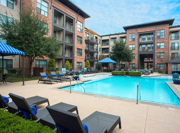 Gramercy on the Park Apartments for Rent Dallas, TX, pool deck