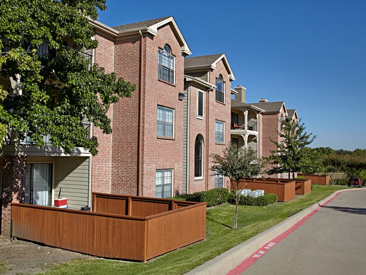 Lakeshore at Preston, Apartments for rent in Plano, TX, backyards