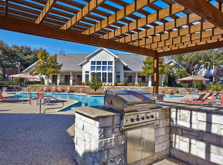 Creekside at Legacy; Apartments for Rent Plano, TX, Sundeck and BBQ Grill Area