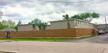 2802 Westside Drive 1-3 Beds Apartment for Rent Photo Gallery 1