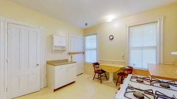 18 Bleeker Ave 3 Beds Apartment for Rent Photo Gallery 1