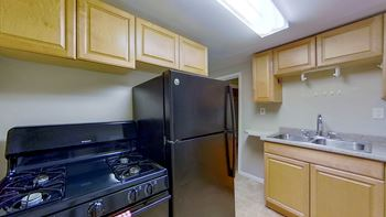 41 13th St 2 Beds Apartment for Rent Photo Gallery 1