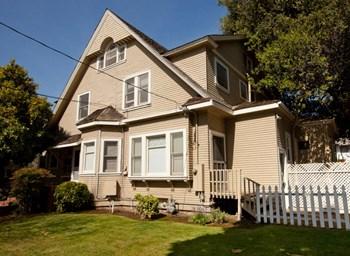 657 Everett Avenue Studio-1 Bed Apartment for Rent Photo Gallery 1
