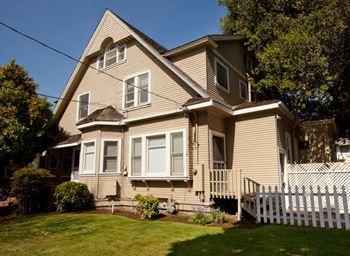 657 Everett Avenue Studio-1 Bed Apartment for Rent Photo Gallery 1
