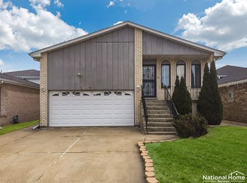 1067 Stewart Ave 5 Beds House for Rent Photo Gallery 1