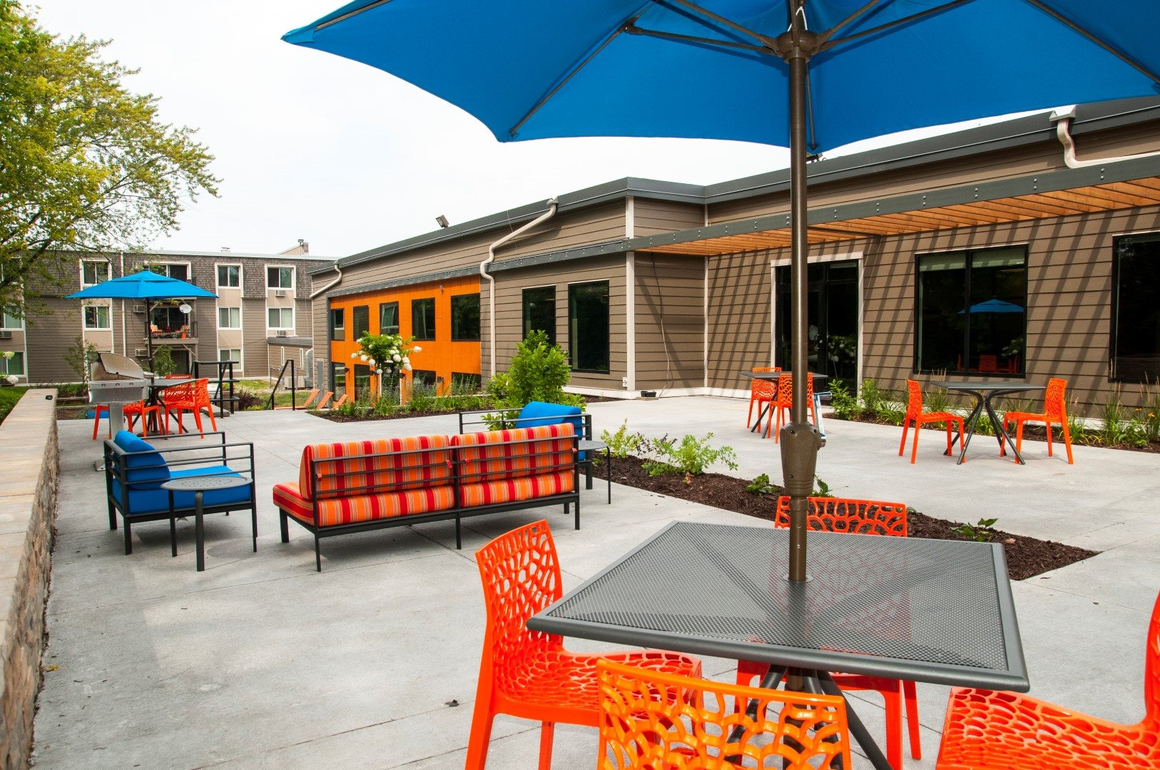 Large Outdoor Dining Area at Terra Pointe Apartments, Minnesota