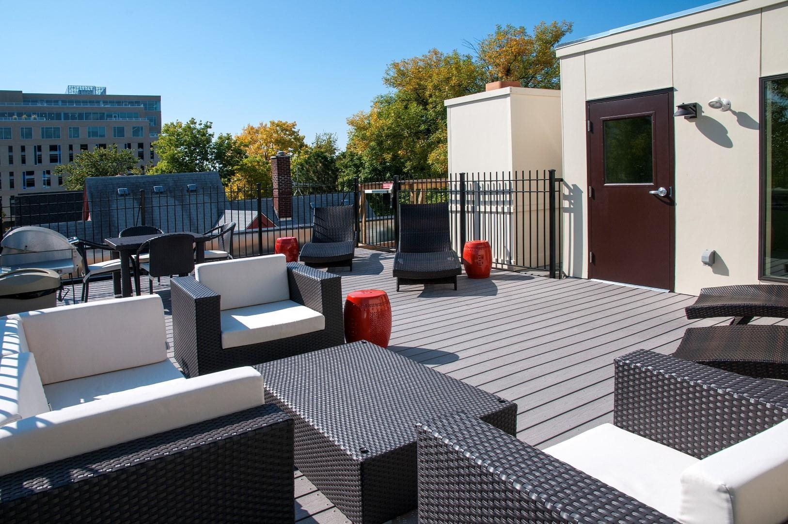 Large Furnished Rooftop at 2800 Girard Apartments