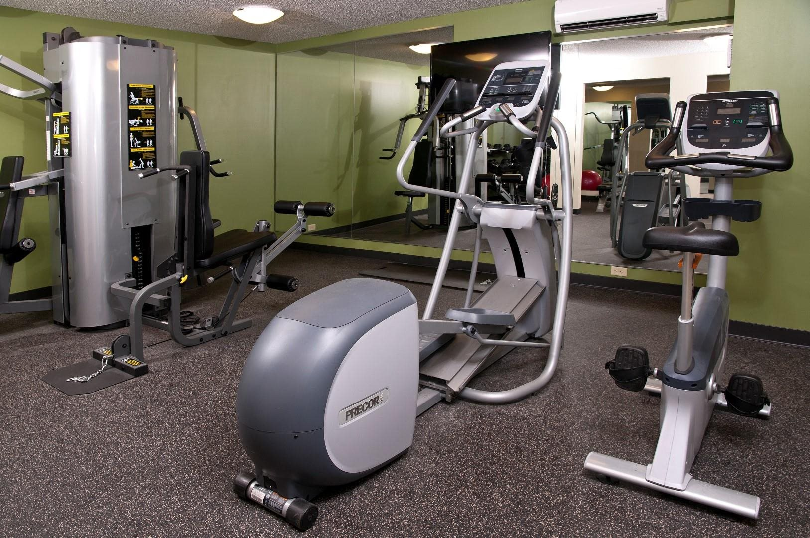 Cardio Equipment in Fitness Room at 2800 Girard