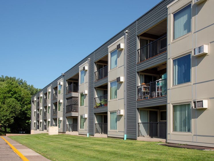 Elegant Exterior View at Hillsborough Apartments, Roseville, MN