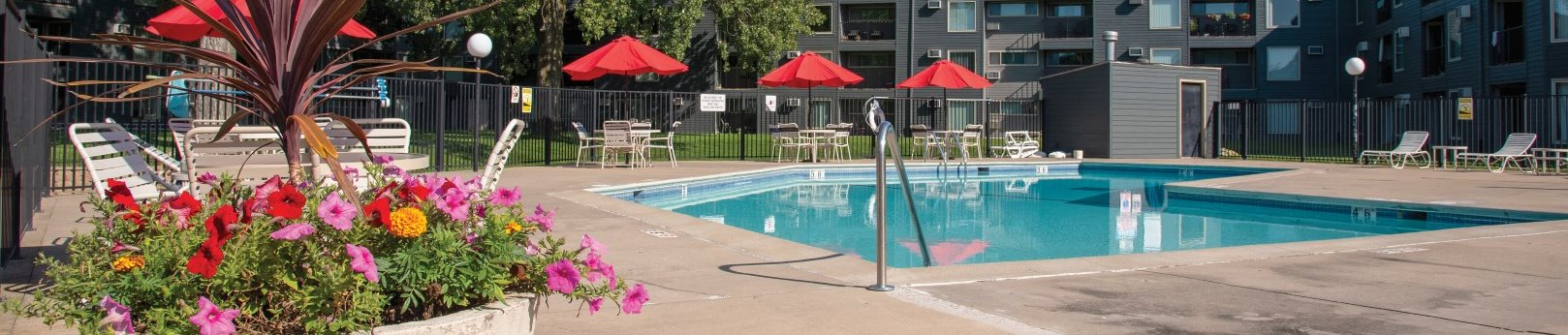 Swimming Pool And Sundeck at Hillsborough Apartments, Minnesota