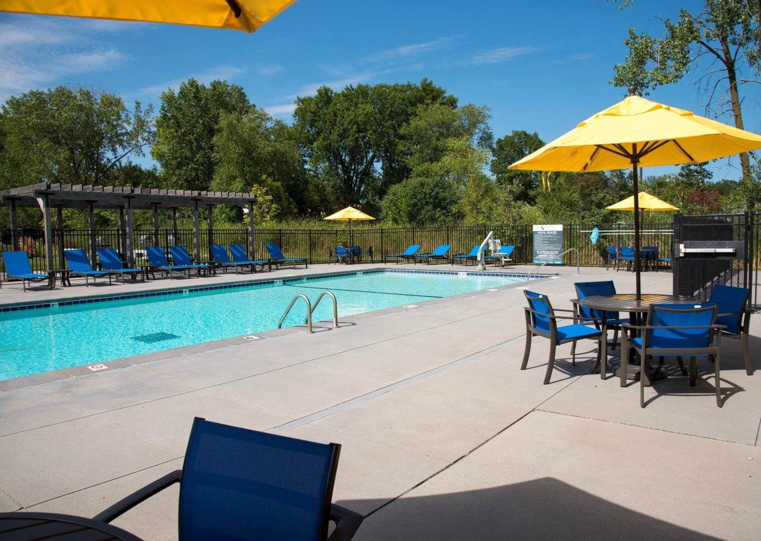 Pool at Shorview Grand cheap apartments in Shoreview MN