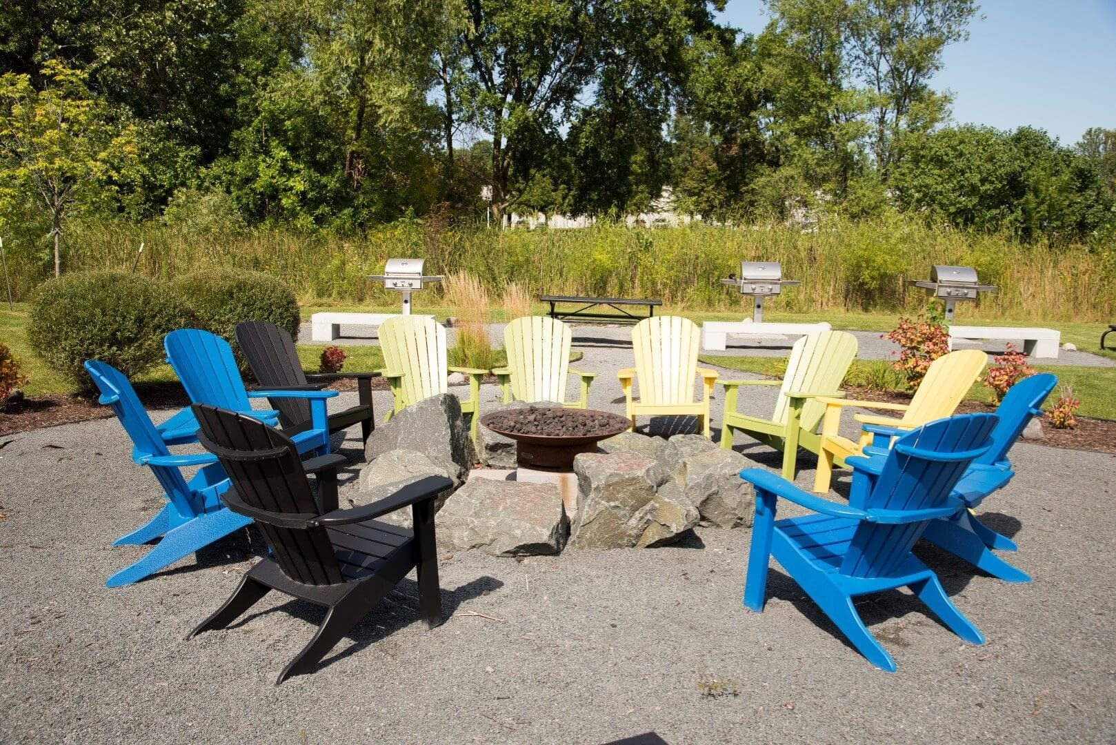 Picnic area at Shorview Grand new apartments in Shoreview