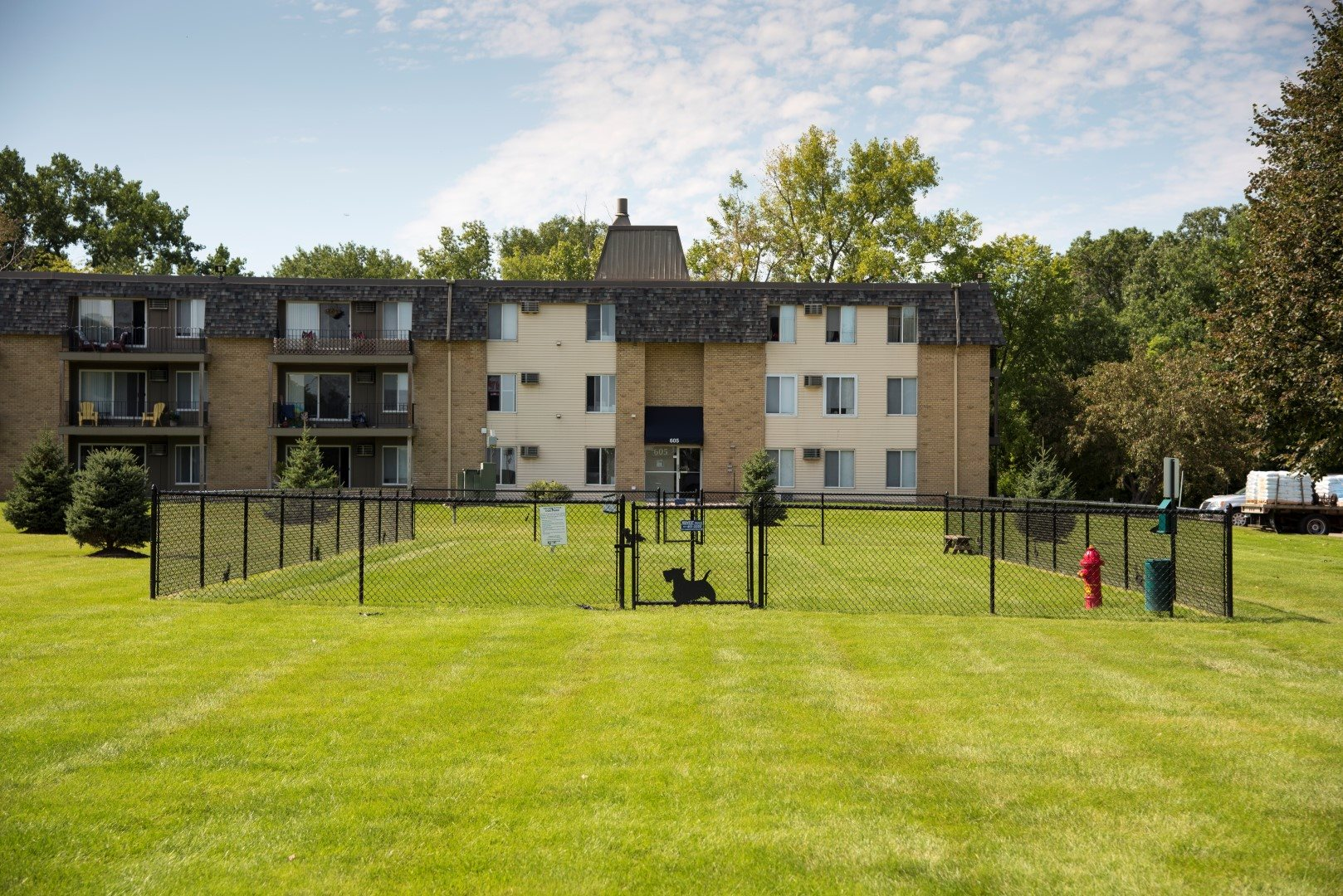 Dog Park at Shorview Grand cheap 3 bedroom apartments in Shoreview MN