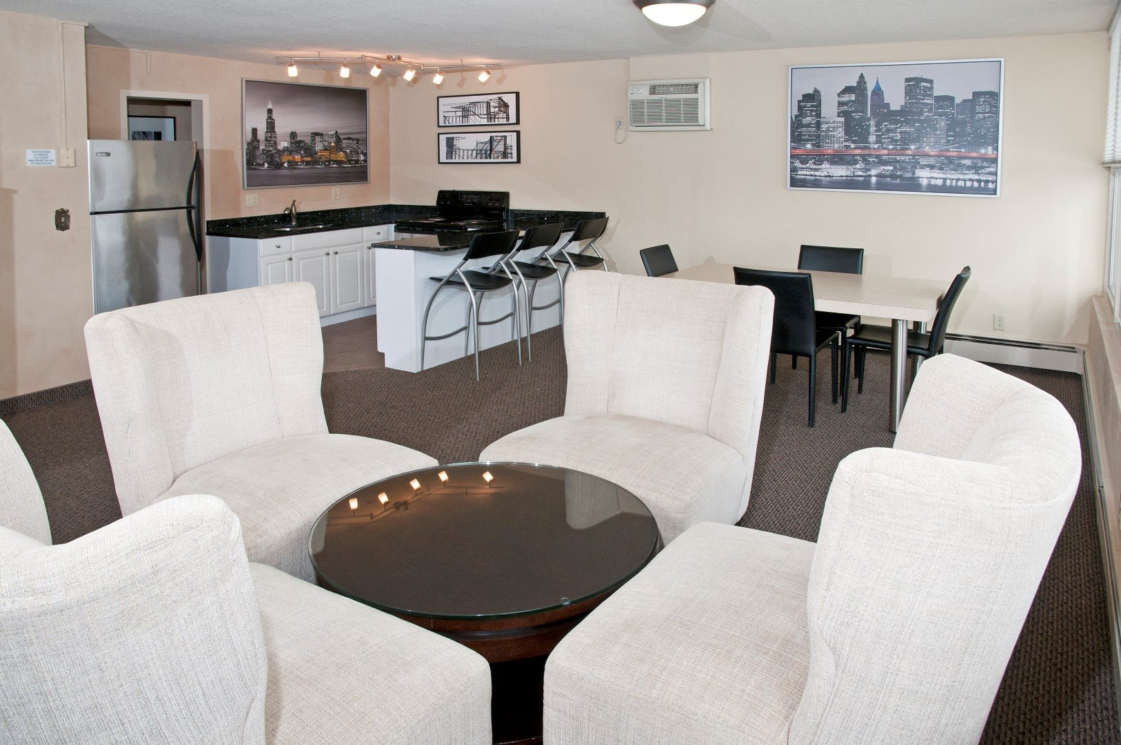 Boulevard 100 Apartments in St Louis Park_Community room