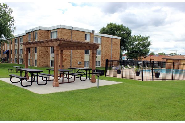 Stonegate Apartments in Blaine, MN_Benches