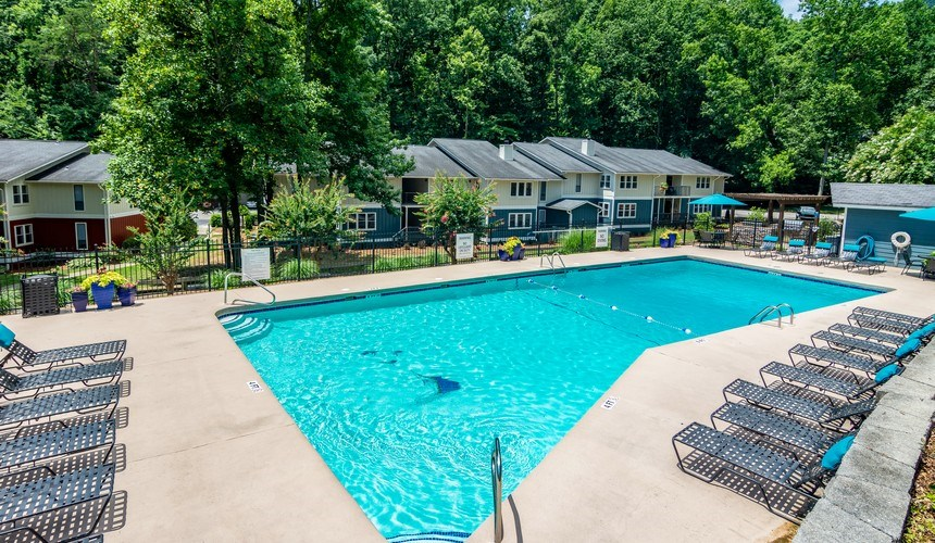 Sparkling Resort Style Swimming Pool and Sundeck at Hawthorne Creekside in Chattanooga TN