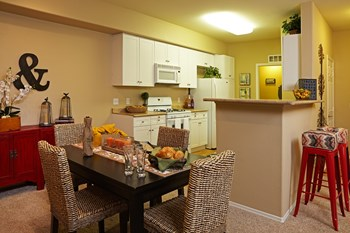 524 N. Central Ave. 1-2 Beds Apartment for Rent Photo Gallery 1