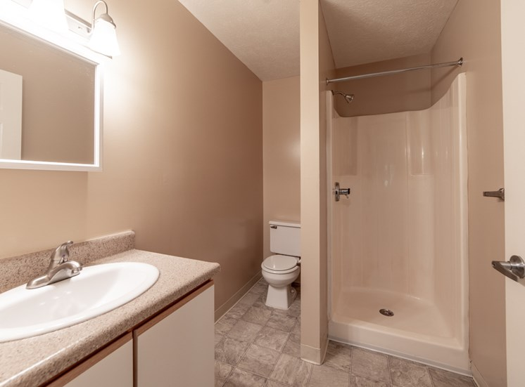 Luxurious Bathrooms at Bradford Ridge Apartments, Bloomington, 47403