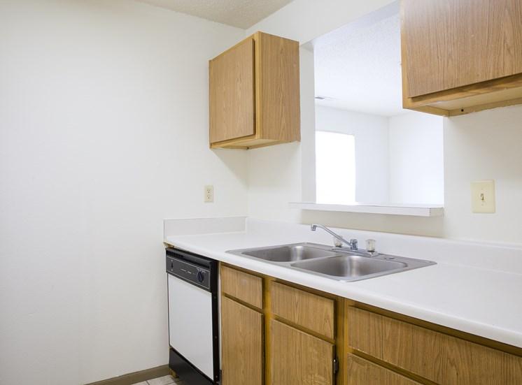 Kitchen - Bradford Woods Apartments in Peoria, IL